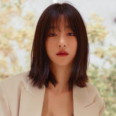 7 Potret Seo Ye-ji dengan Rambut Berponi, Manis Banget - Foto 7