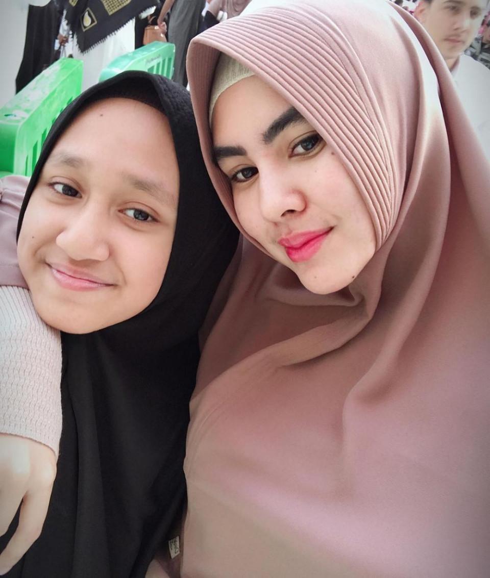 5 Momen Manis Kartika Putri dan Syarifah Syahra, Anak Tirinya yang Sekolah di Yaman - Foto 4