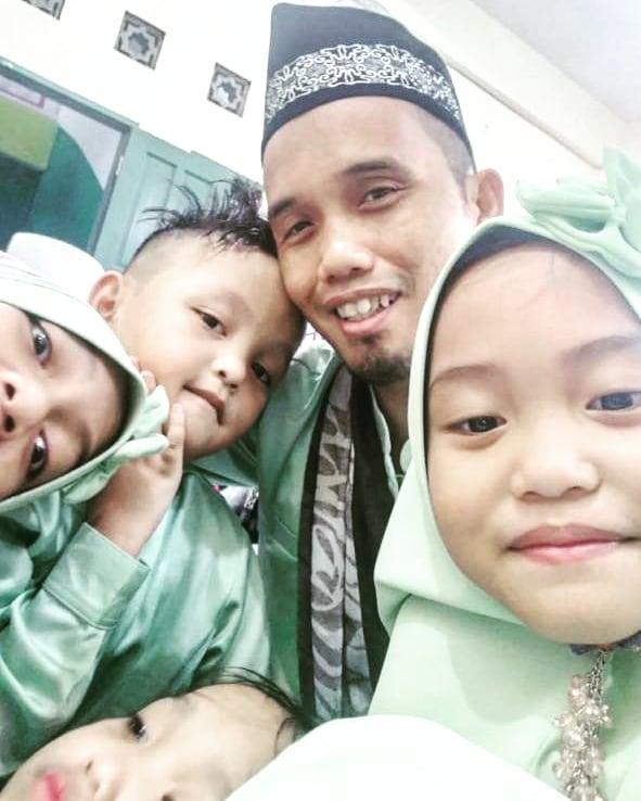 Jadi Orang Tua Tunggal, 7 Potret Kedekatan Ustaz Maulana Bersama Keempat Buah Hatinya - Foto 5