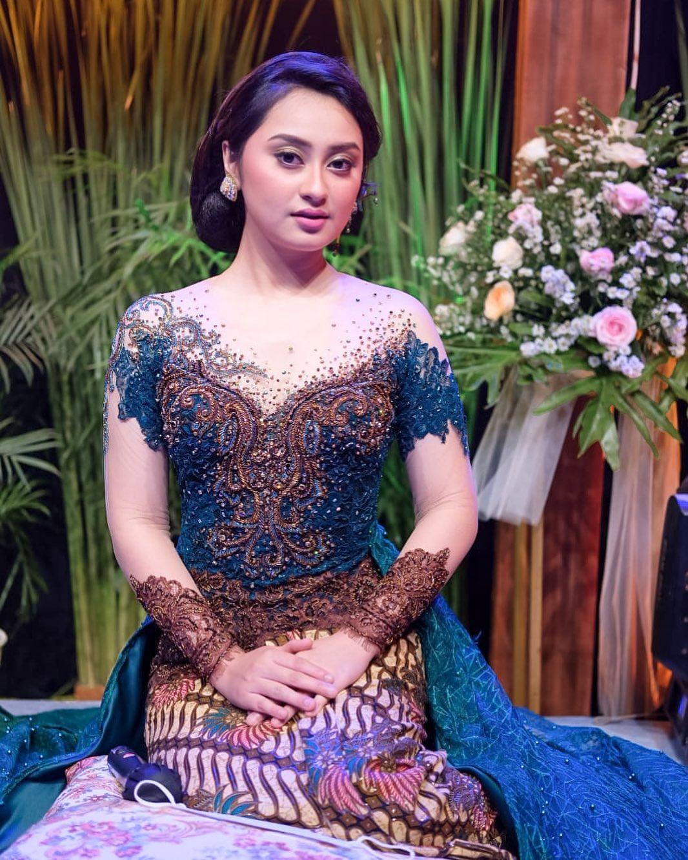 7 Potret Memesona Memes Prameswari dengan Berkebaya, Cantiknya Indonesia Banget - Foto 1