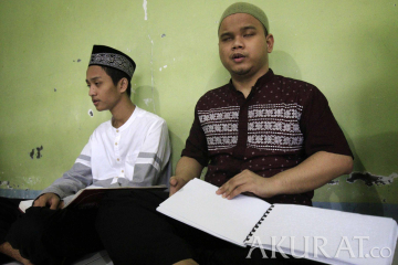 Tadarus Al-Quran Braille di Yayasan Raudlatul Makfufin