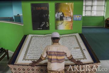 Koleksi Mushaf Quran Raksasa di Jakarta Islamic Center