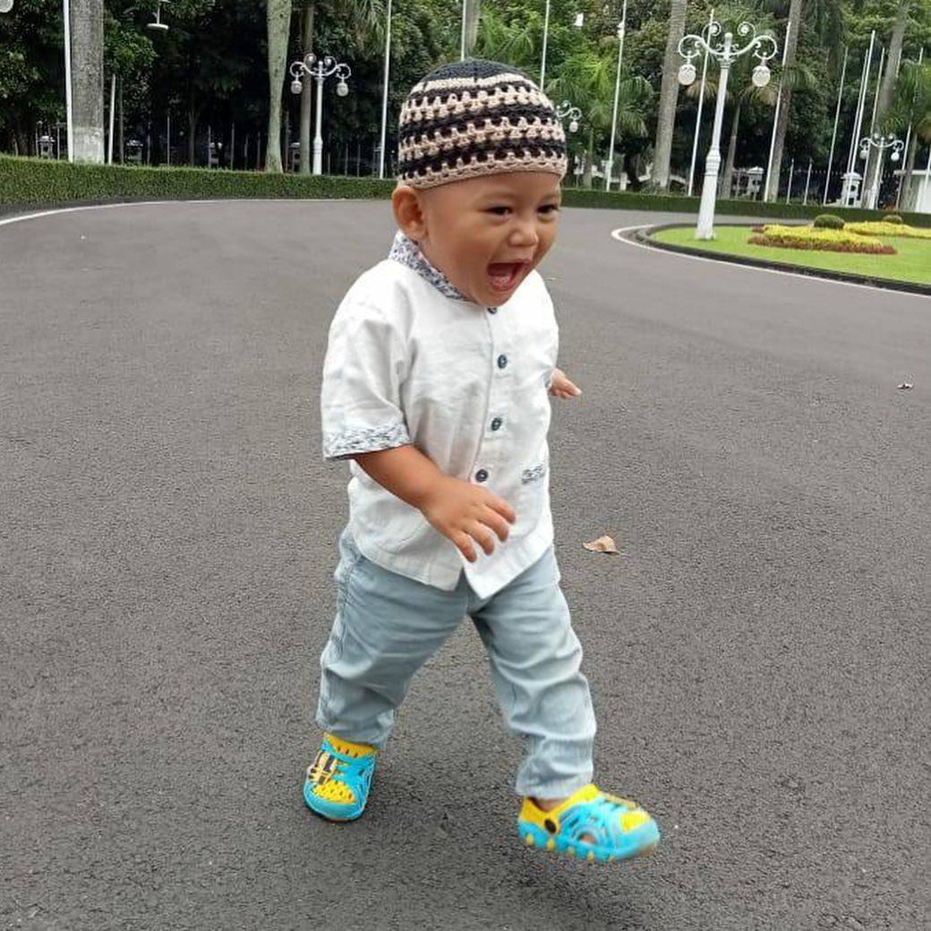 7 Potret Terbaru Arkana Aidan Misbach, Anak Ridwan Kamil yang Bikin Warganet Gemas - Foto 3