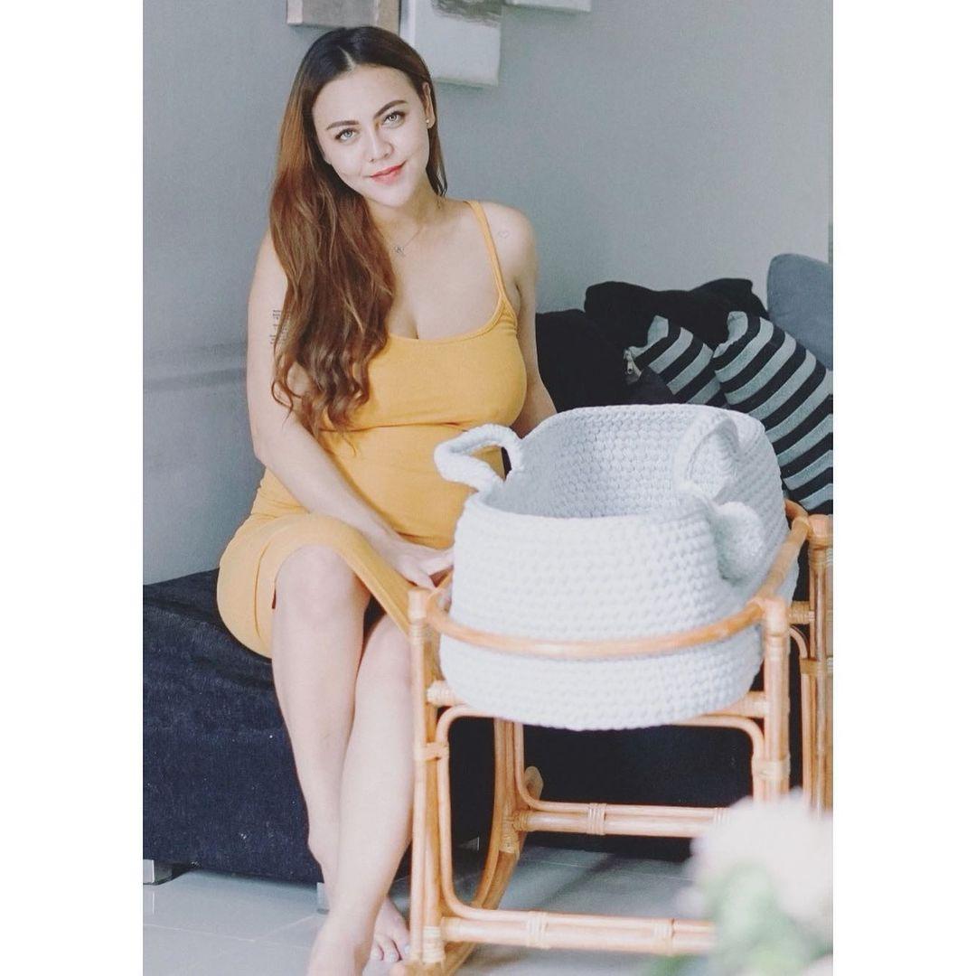 7 Potret Maternity Shoot Ratu Rizky Nabila yang Tengah Jadi Sorotan - Foto 6