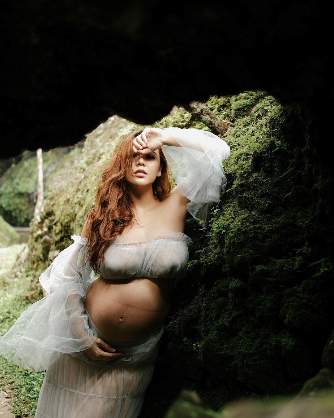 7 Potret Maternity Shoot Ratu Rizky Nabila yang Tengah Jadi Sorotan - Foto 3
