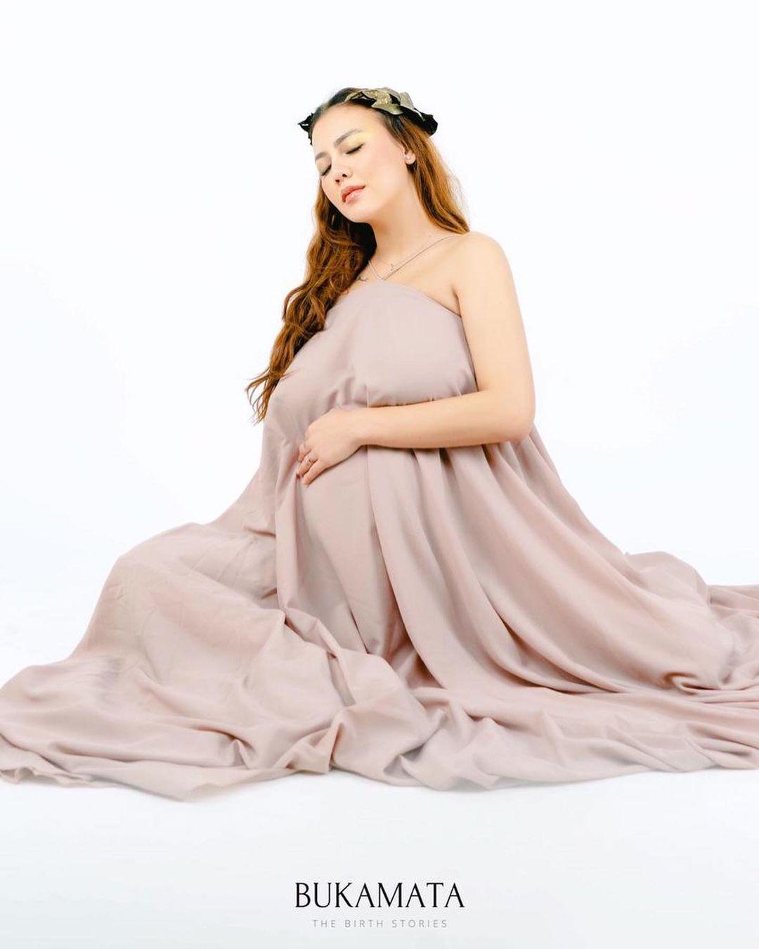 7 Potret Maternity Shoot Ratu Rizky Nabila yang Tengah Jadi Sorotan - Foto 4