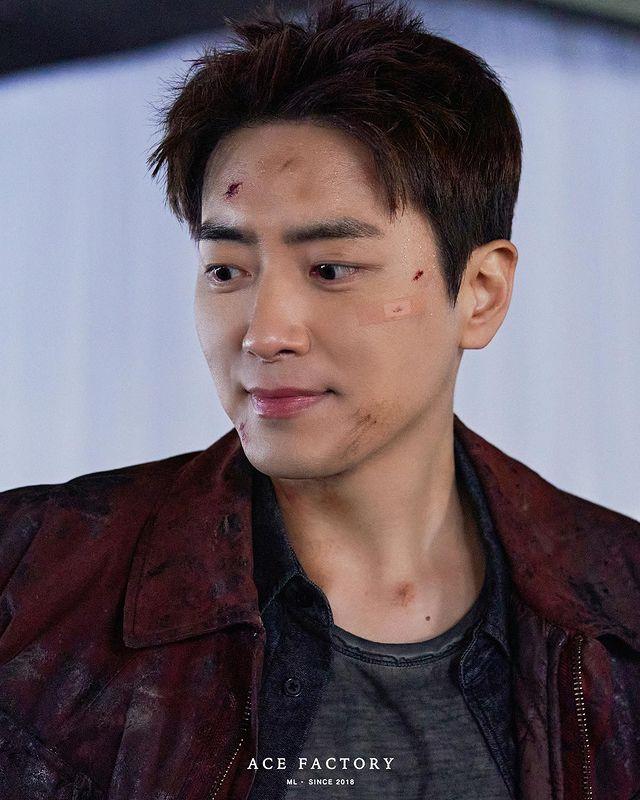 7 Potret Lee Joon-hyuk Jadi Detektif Tangguh di Drama Dark Hole, Penuh Pesona - Foto 1