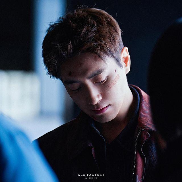 7 Potret Lee Joon-hyuk Jadi Detektif Tangguh di Drama Dark Hole, Penuh Pesona - Foto 4