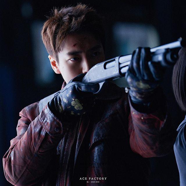 7 Potret Lee Joon-hyuk Jadi Detektif Tangguh di Drama Dark Hole, Penuh Pesona - Foto 7