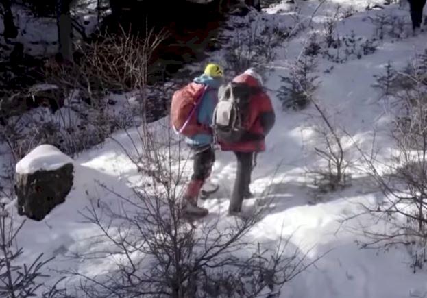 Salut! Pria Ini Jadi Tunanetra Asal Asia Pertama yang Berhasil Mendaki Gunung Everest - Foto 1