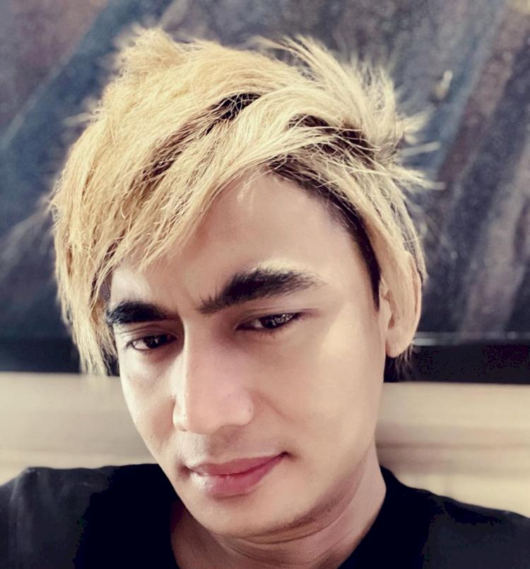 Biasa Belah Tengah, 5 Foto Perubahan Rambut Charly yang Bikin Pangling - Foto 1