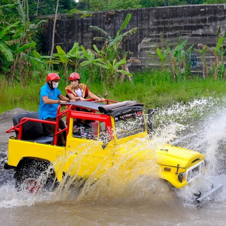 5 Potret Sandiaga Uno Kunjungi Sektor Pariwisata Indonesia, Seru Banget - Foto 5