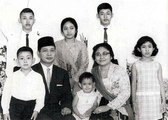 100 Tahun Soeharto, 7 Potret Hangat Kenangan Sang Presiden dengan Keluarga - Foto 3