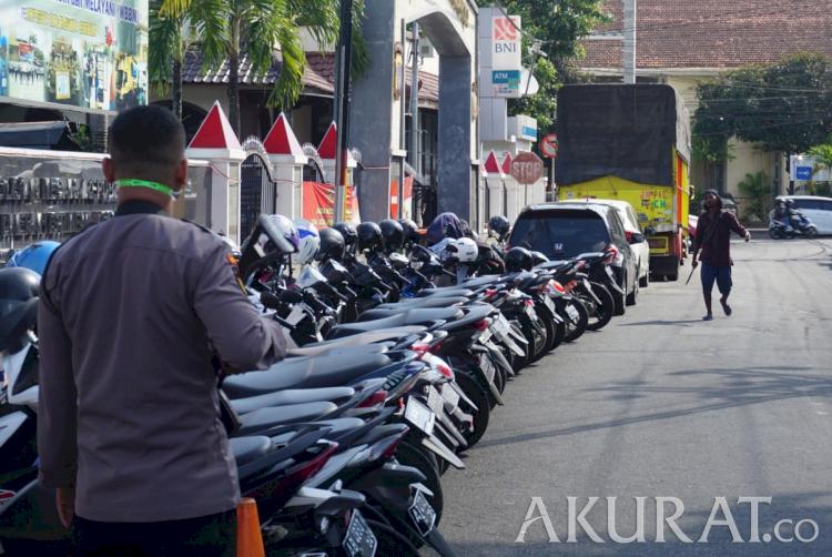 Pria Bergolok Maki dan Ancam Petugas Polresta Yogyakarta karena Dengar Bisikan - Foto 1