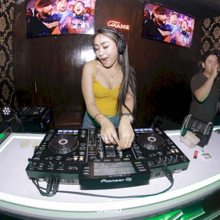 7 Potret Memesona DJ Morena, Pencetus Visi Foya Misi Foya yang Viral di Medsos - Foto 7