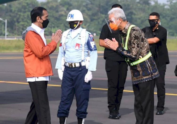Naiki Pesawat Khusus, Ini 5 Potret Presiden Jokowi Tinjau Bandara Soedirman Purbalingga - Foto 2