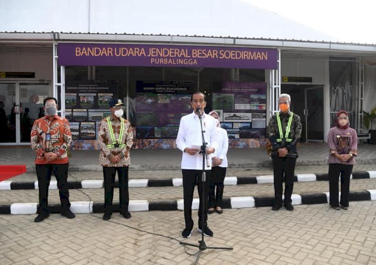 Naiki Pesawat Khusus, Ini 5 Potret Presiden Jokowi Tinjau Bandara Soedirman Purbalingga - Foto 4