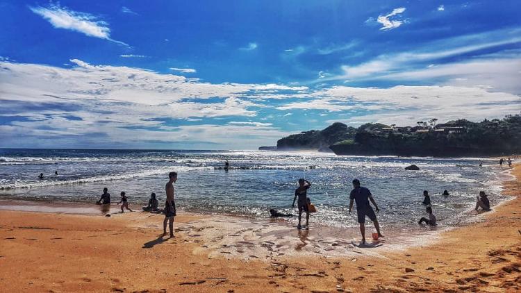 7 Pesona Pantai Drini Jogja, Cocok Dikunjungi Bareng Keluarga - Foto 1