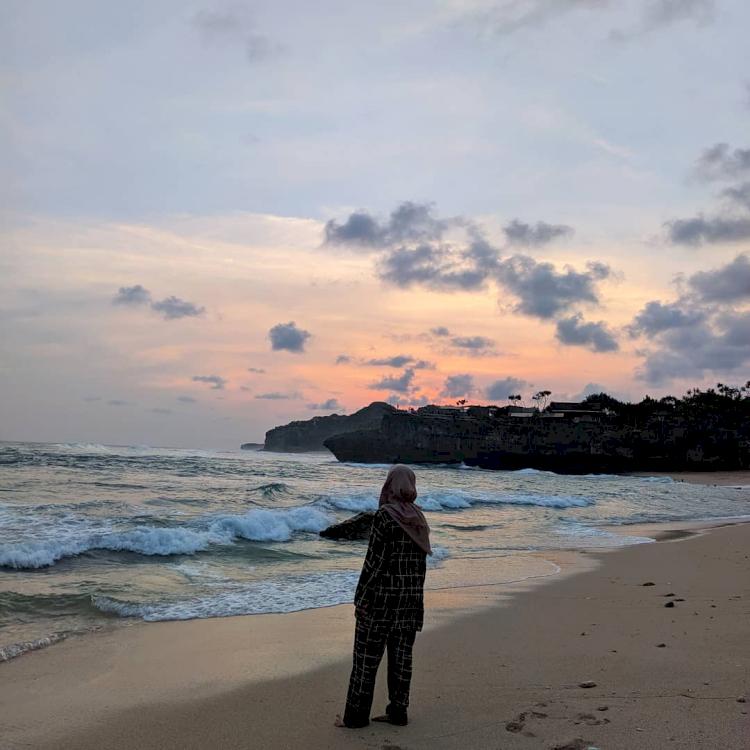 7 Pesona Pantai Drini Jogja, Cocok Dikunjungi Bareng Keluarga - Foto 7