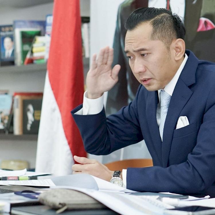 7 Momen Sidang Promosi Doktor Ibas Yudhoyono, Penuh Suka Cita - Foto 1