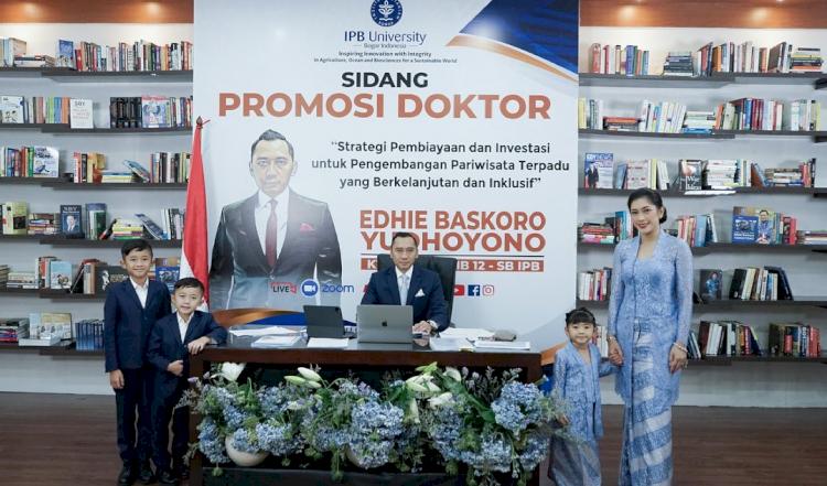 7 Momen Sidang Promosi Doktor Ibas Yudhoyono, Penuh Suka Cita - Foto 2