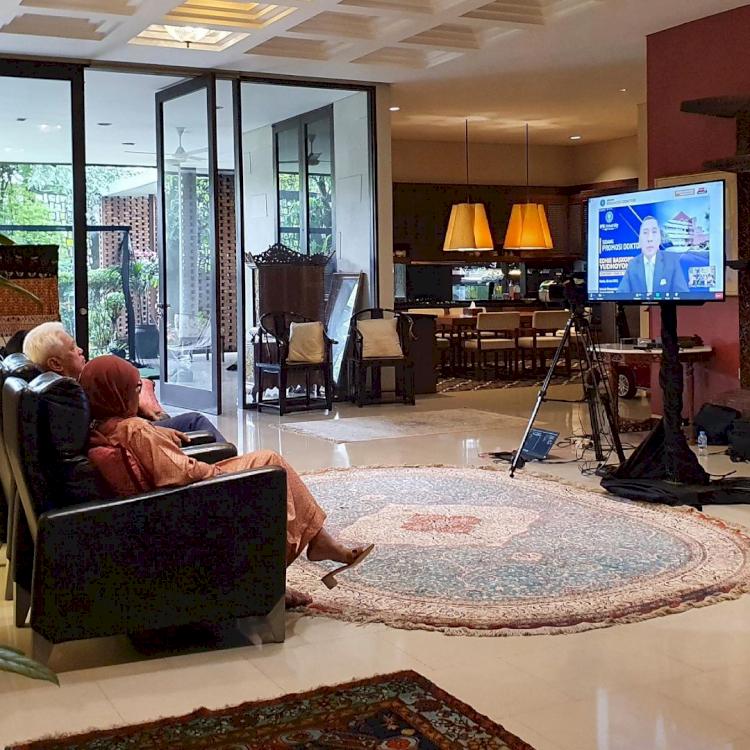 7 Momen Sidang Promosi Doktor Ibas Yudhoyono, Penuh Suka Cita - Foto 3