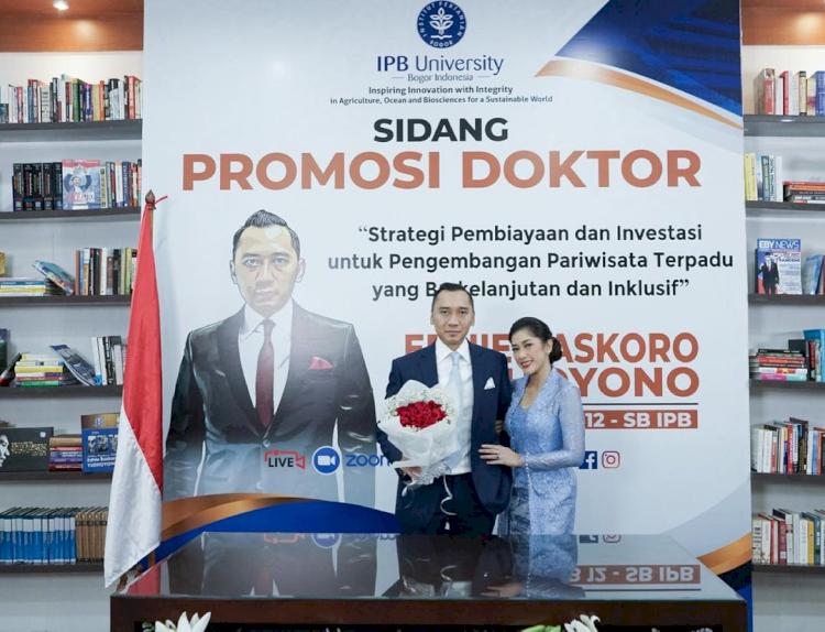 7 Momen Sidang Promosi Doktor Ibas Yudhoyono, Penuh Suka Cita - Foto 6