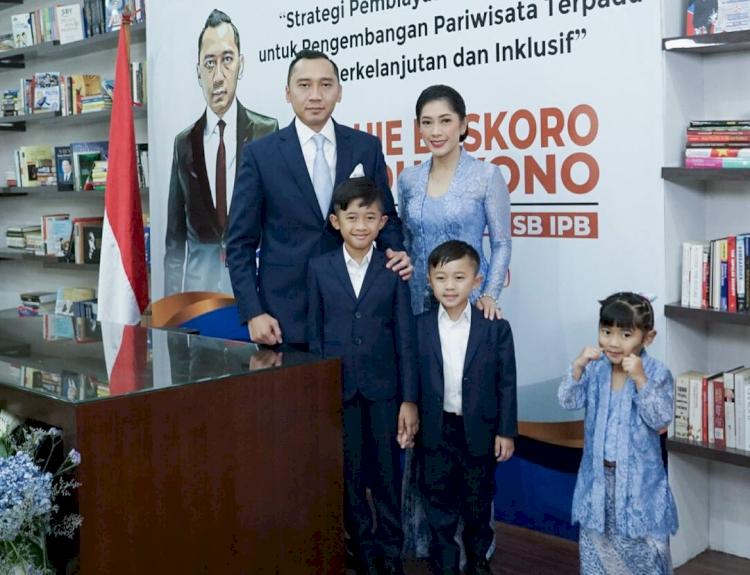 7 Momen Sidang Promosi Doktor Ibas Yudhoyono, Penuh Suka Cita - Foto 7