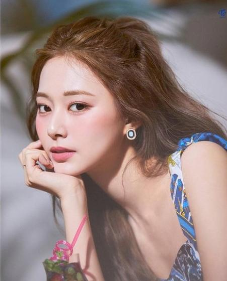 Mau Cantik Seperti Tzuyu Twice, Tiga Warna Rambut Ini Bisa Kamu Coba - Foto 1