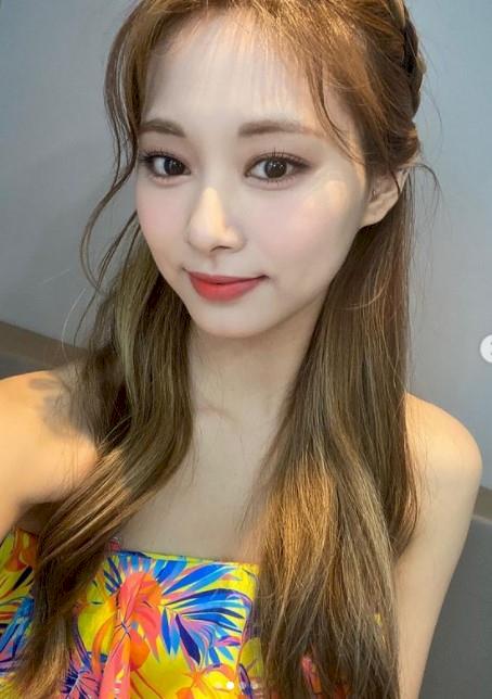 Mau Cantik Seperti Tzuyu Twice, Tiga Warna Rambut Ini Bisa Kamu Coba - Foto 2