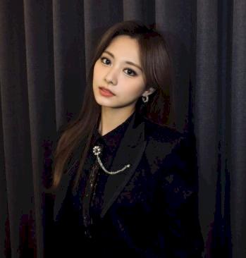 Mau Cantik Seperti Tzuyu Twice, Tiga Warna Rambut Ini Bisa Kamu Coba - Foto 3