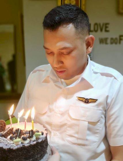 5 Potret Gagah Bona Septano Adik Markis Kido yang Kini menjadi Pilot - Foto 4