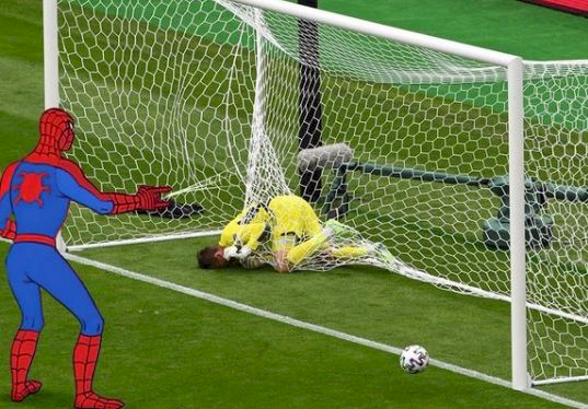 9 Editan Foto Kocak Kiper Skotlandia David Marshall, Kena Serang Spiderman - Foto 9