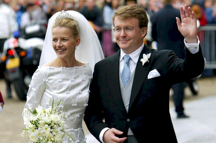 5 Anggota Kerajaan Ini Pilih Tanggalkan Gelar demi Menikah dengan Kekasih Hatinya - Foto 3