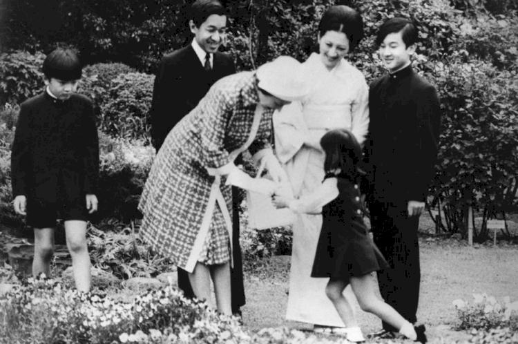 5 Anggota Kerajaan Ini Pilih Tanggalkan Gelar demi Menikah dengan Kekasih Hatinya - Foto 4