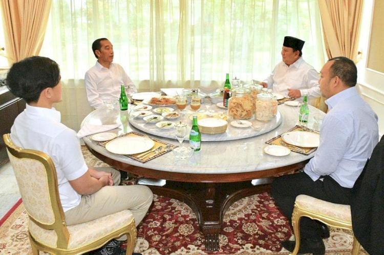 Hangat dan Kompak, 5 Momen Jokowi dan Prabowo saat Kerja Bareng - Foto 4