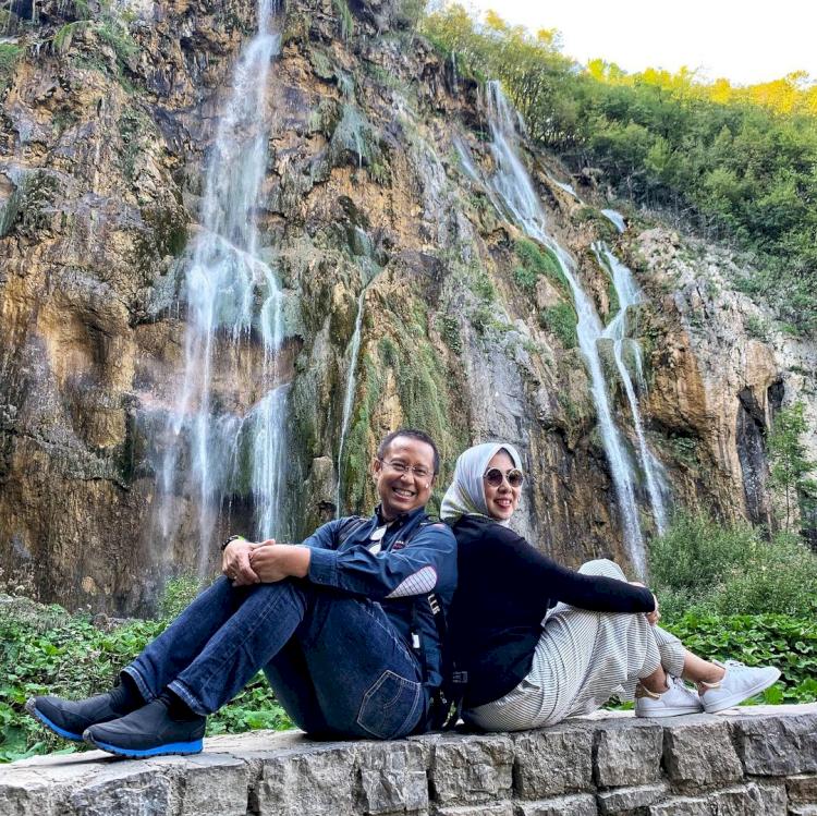 6 Potret Harmonis Menkes Budi Gunadi Sadikin dan Istri, Mesra di Berbagai Kesempatan - Foto 1