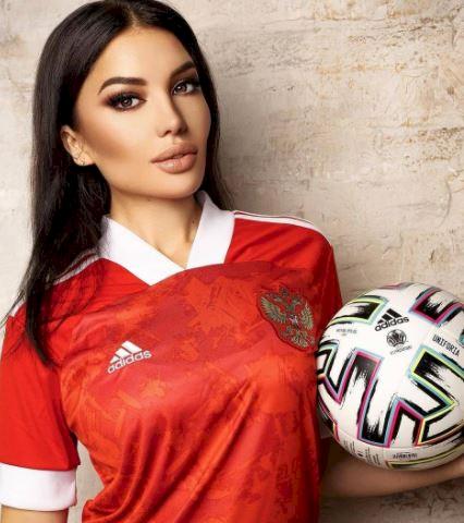 5 Potret Memesona Bidadari Piala Eropa 2020 dari Rusia, Bikin Nggak Kedip - Foto 2