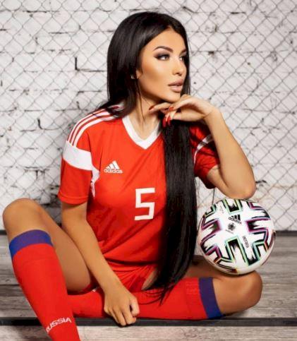 5 Potret Memesona Bidadari Piala Eropa 2020 dari Rusia, Bikin Nggak Kedip - Foto 5