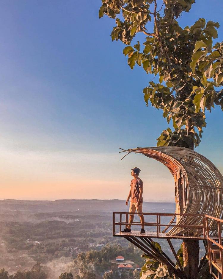 Hijau dan Sejuk Ini 4 Rekomendasi Wisata Alam Perbukitan di Madura - Foto 4