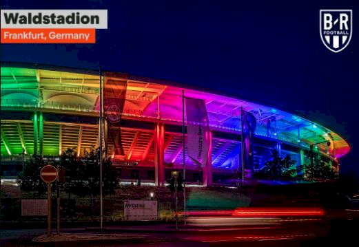 Dilarang UEFA, 5 Potret Stadion Jerman dan Fans dengan Atribut Pelangi - Foto 2