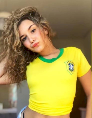 5 Foto Memesona Fans Cewek Brasil yang Bikin Dada Berdesir - Foto 3