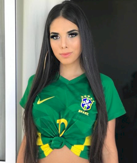 5 Foto Memesona Fans Cewek Brasil yang Bikin Dada Berdesir - Foto 5