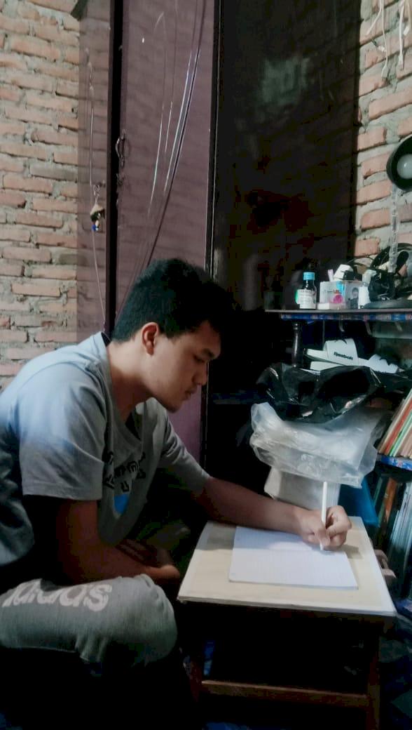 Ubah Keterbatasan Jadi Cambuk, Anak Tukang Las Wujudkan Mimpi Kuliah di UGM - Foto 1