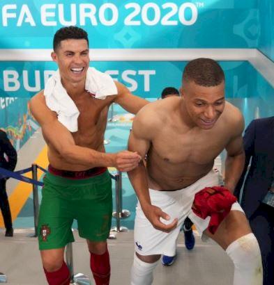 7 Potret Inspirasi Karier Mbappe, Idolakan Ronaldo Kini Sama-sama Bintang Lapangan - Foto 5