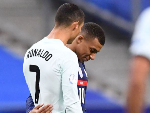 7 Potret Inspirasi Karier Mbappe, Idolakan Ronaldo Kini Sama-sama Bintang Lapangan - Foto 3