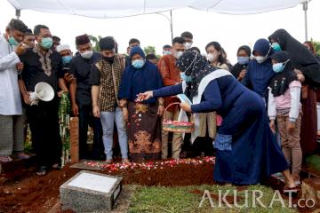 Pemakaman Markis Kido Berlangsung Haru