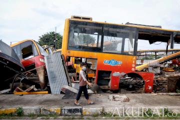 Mengintip Rongsokan Bus Transjakarta di Terminal Pulogadung