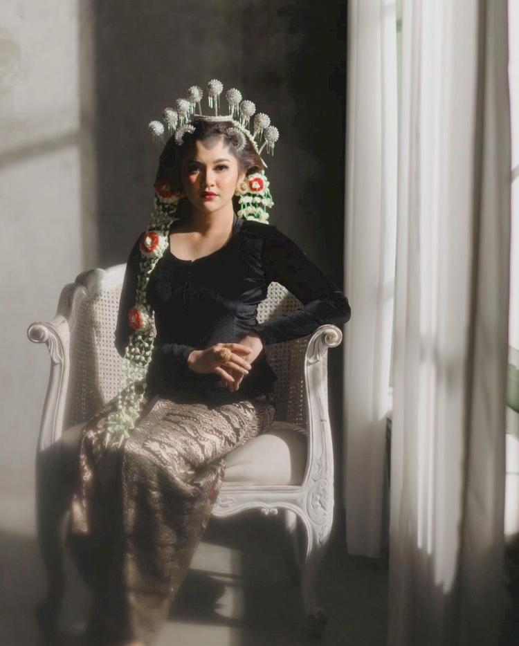 7 Potret Memesona Mahalini Raharja dengan Busana Khas Nusantara, Cantiknya Paripurna - Foto 3