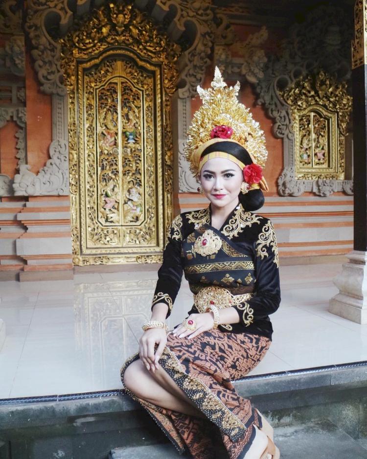 7 Potret Memesona Mahalini Raharja dengan Busana Khas Nusantara, Cantiknya Paripurna - Foto 6